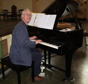 Alan Richardson at the piano